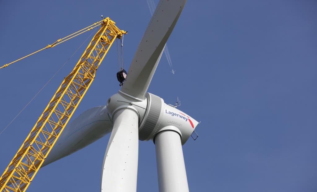 jaderná energie - Rosatom zakládá společný podnik s nizozemskou Lagerwey na rozvoj větrné energetiky v Rusku - Životní prostředí (Montáž vetrné turbíny z produkce společnosti Lagerwey) 1