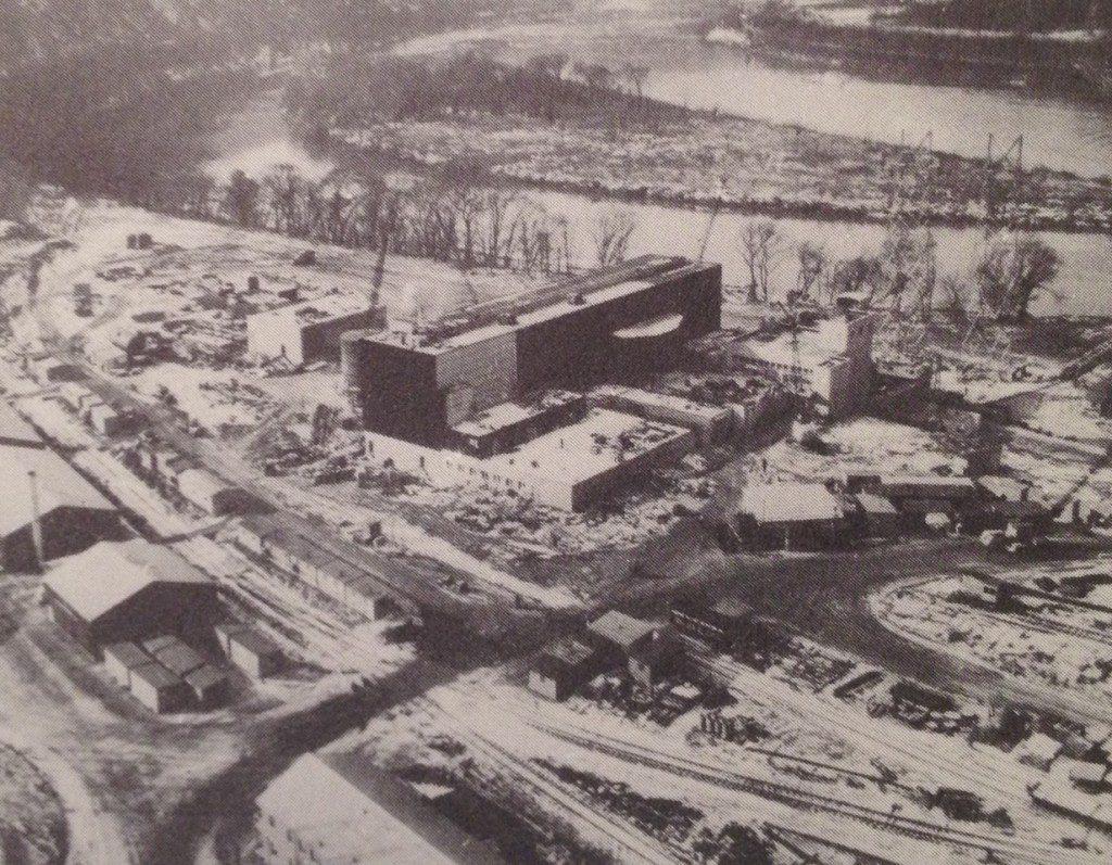 jaderná energie - Jaderná elektrárna Shippingport – 5 rychlých faktů - Zprávy (Shippingport Under Construction 1024x797) 1