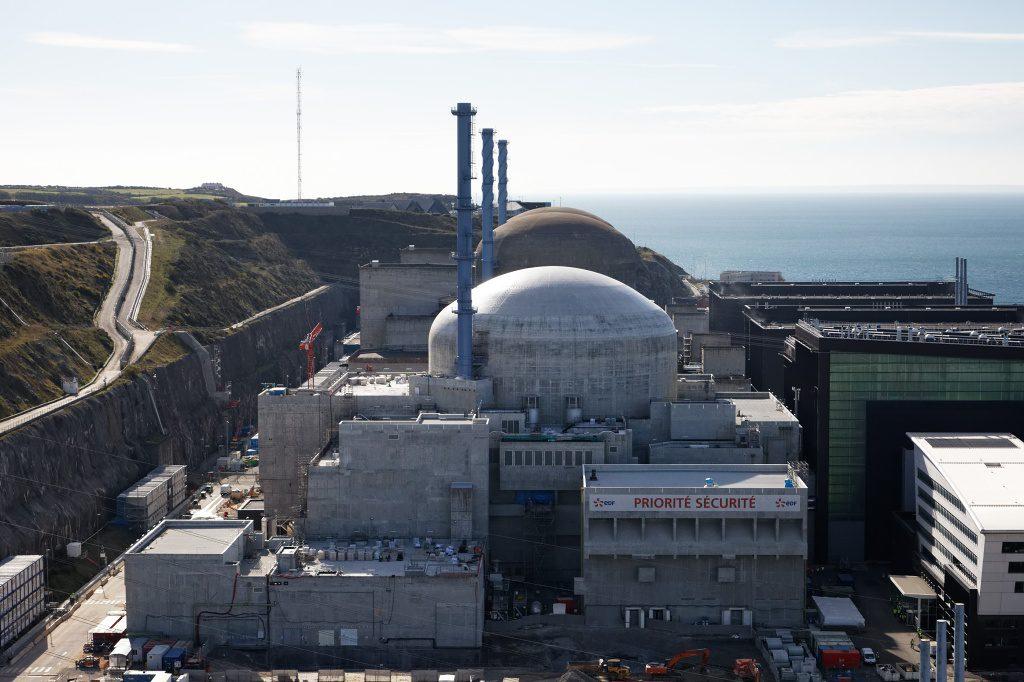 jaderná energie - Euro: Francouzský magnát koupil část Arevy. Věří jádru kvůli oteplování Země - Životní prostředí (flamanville 3 1024) 1