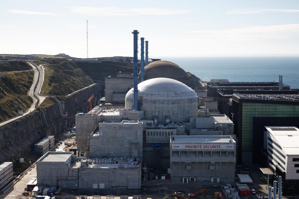 jaderná energie - Euro: Francouzský magnát koupil část Arevy. Věří jádru kvůli oteplování Země - Životní prostředí (flamanville 3 1024) 4