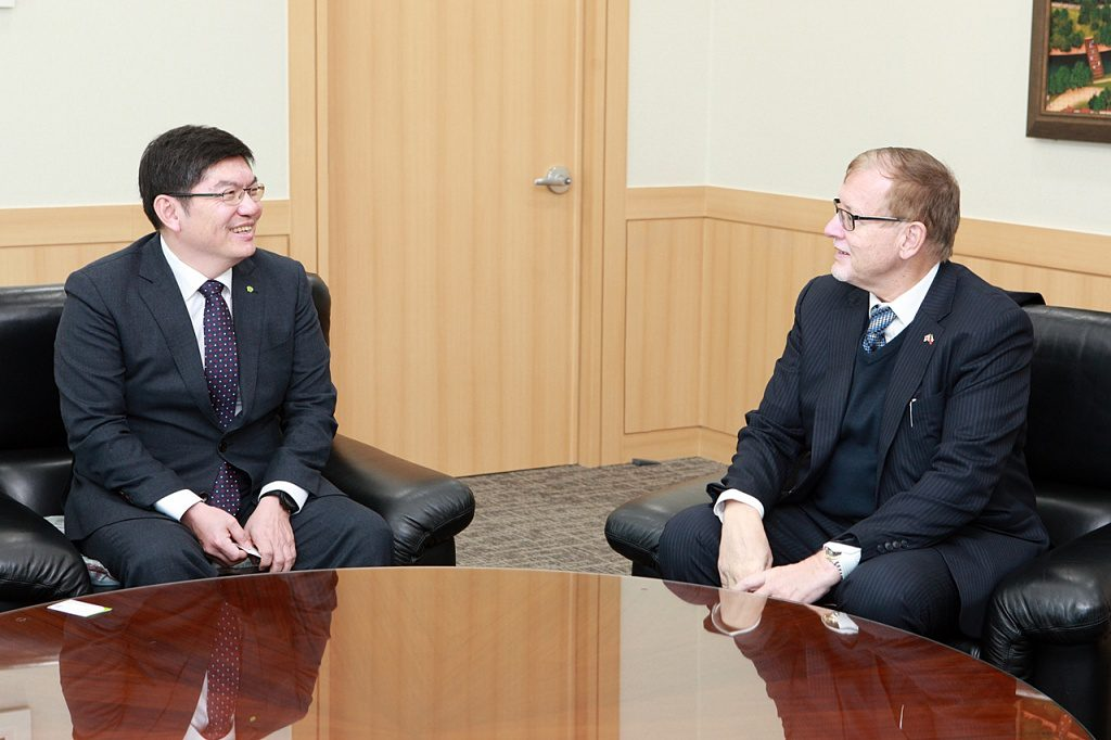 jaderná energie - Český velvyslanec na návštěvě v korejském úložišti radioaktivních odpadů - Back-end (2018011515159976281571 1024) 1
