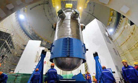 jaderná energie - Do čínského bloku Hualong One byla instalována reaktorová nádoba - Nové bloky ve světě (Fuqing 5 RPV installation 460 CNEC 1) 1