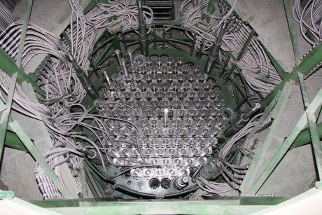 jaderná energie - Reaktor v prvním bloku JE Leningrad II je kompletní - Nové bloky ve světě (Leningrad II 1 reactor internals 460 Rosatom) 2