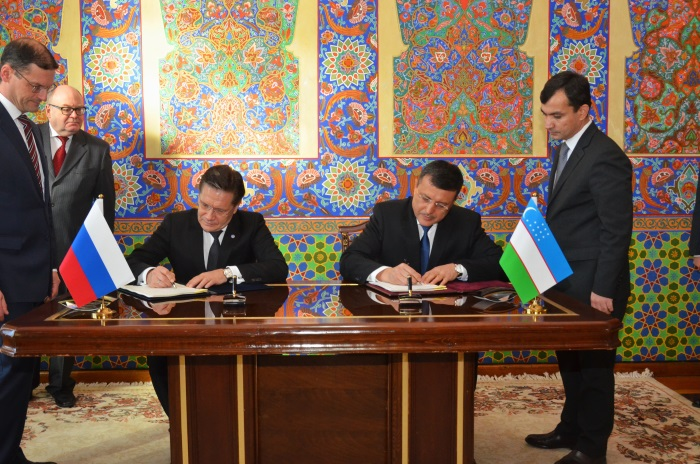 jaderná energie - Rosatom plánuje v Uzbekistánu postavit jadernou elektrárnu - Nové bloky ve světě (Lichačov a Otažonov při podpisu dohody o spolupráci) 1