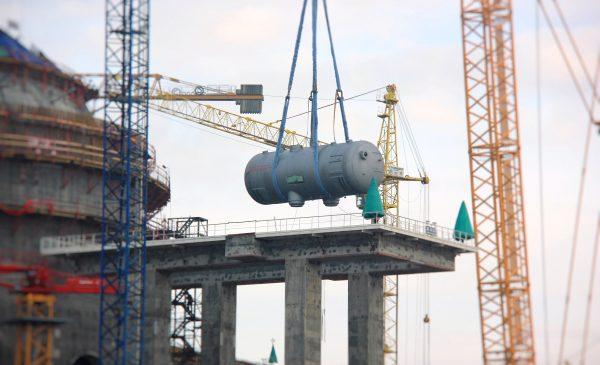 Instalace parogenerátorů v druhém bloku Běloruské jaderné elektrárny