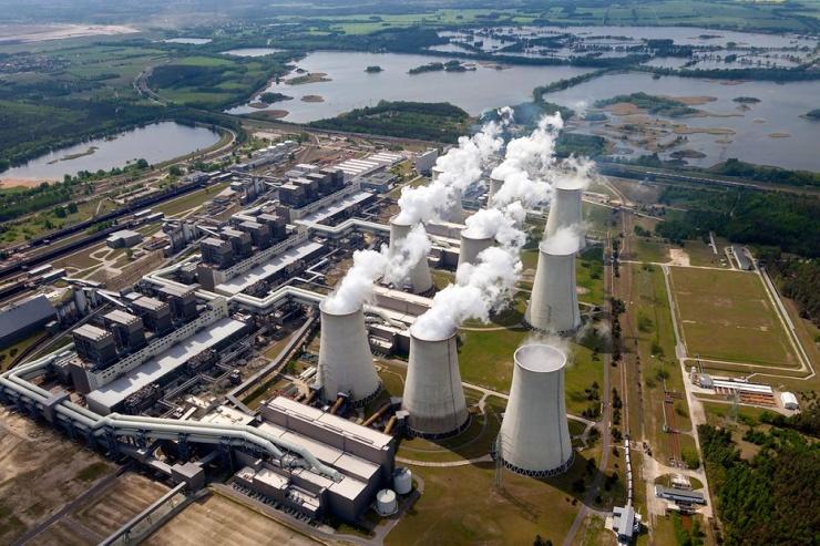 jaderná energie - E15: Rozdělená energetika: štěpení v Německu pohání podpora obnovitelných zdrojů - Ve světě (csm kraftwerk jaenschwalde luftaufnahme f7cd837568 740) 1