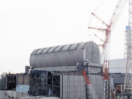 jaderná energie - V JE Fukušima Dajiči byla dokončena konstrukce na odstranění jaderného paliva z bazénu třetího bloku - JE Fukušima (FD3 fuel removal machine cover 460 Tepco) 1