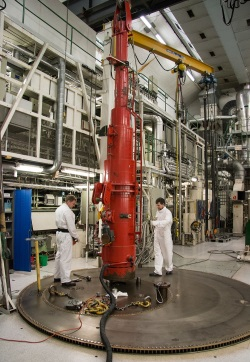 jaderná energie - Byla zahájena třetí část ozařovacích testů thoriového paliva - Ve světě (Loading of ThMox IFA 250 IFE) 3