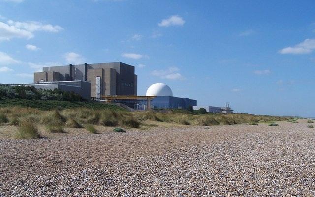 jaderná energie - Společnost EDF Energy očekává 20% úsporu nákladů pro JE Sizewell C - Nové bloky ve světě (Nuclear power station at Sizewell geograph.org .uk 210830 retouched) 2