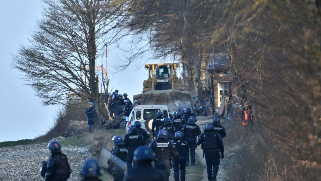 jaderná energie - Francie: Policie vyvedla odpůrce skladu jaderného odpadu z areálu - Back-end (bure evacuation camp zad opposants dechets nucleaires 0) 1