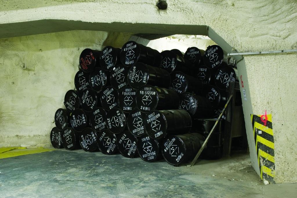 Třetí ruka: Bezpečnost radioaktivních odpadů a hledání nového hlubinného úložiště v ČR