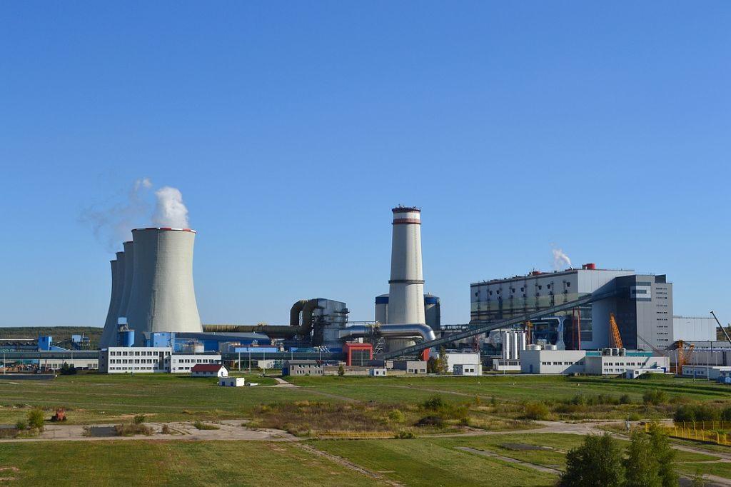 jaderná energie - iHned: ČEZ hledá cestu k riskantní stavbě nových jaderných bloků za nejméně 200 miliard. Začíná tvrdá bitva politiků a akcionářů - Nové bloky v ČR (02 tusimice komin 2) 2