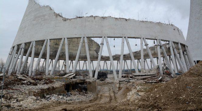 Video: Demolice chladicích věží v Jaslovských Bohunicích pokračuje