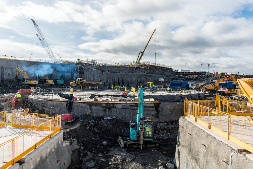 jaderná energie - Problémy brexatomu - Ve světě (Construction of the nuclear island for the first reactor 1024) 1
