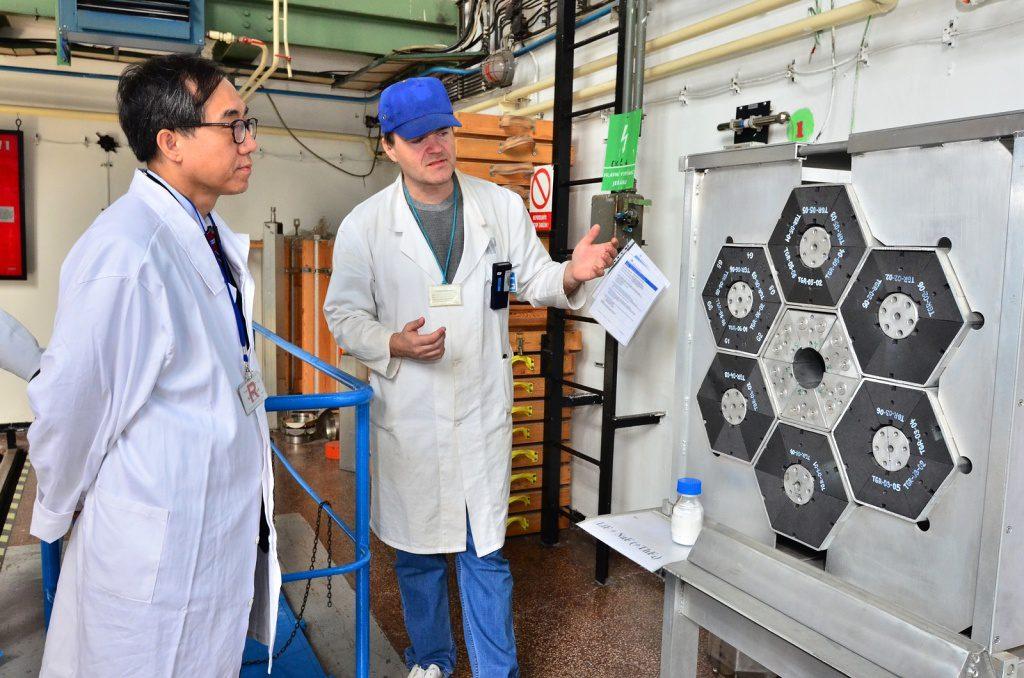 jaderná energie - Korejský velvyslanec navštívil Řež - V Česku (rez 4852 20180315 152251 1024) 1