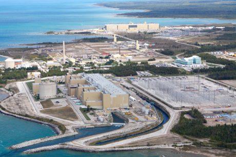 jaderná energie - Společnost Bruce Power podepisuje pokročilé výrobní smlouvy - Ve světě (Bruce B aerial 460 Bruce Power) 1
