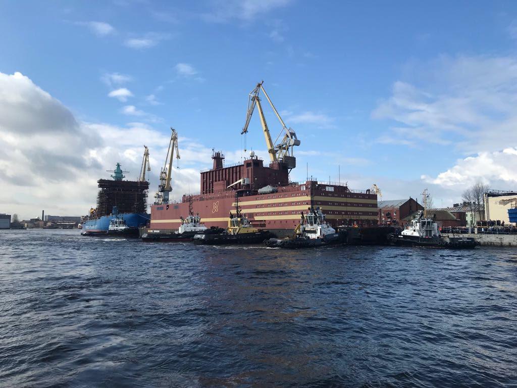 jaderná energie - Jediná plovoucí jaderná elektrárna světa se plaví podél ruských břehů - Jádro na moři (Db2rdZOW4AAosZ5) 1