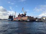 Jediná plovoucí jaderná elektrárna světa se plaví podél ruských břehů