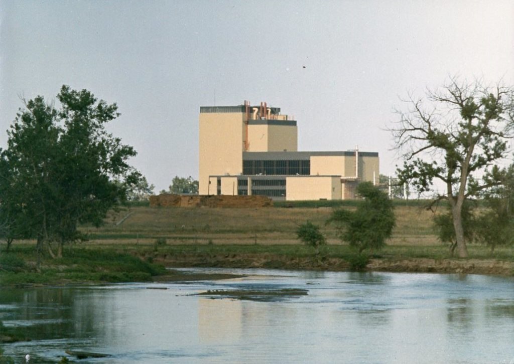 jaderná energie - Fort St. Vrain v obrázcích, část 5 - Fotografie (Fort St Vrain across water) 9