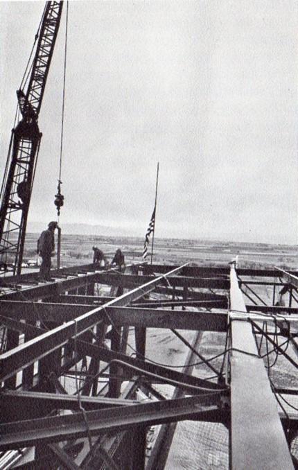 jaderná energie - Fort St. Vrain v obrázcích, část 5 - Fotografie (Fort St Vrain placing last steel) 8