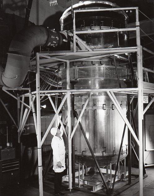 jaderná energie - Fort St. Vrain v obrázcích, část 4 - Věda a jádro (Fort St Vrain scale reactor vessel) 8