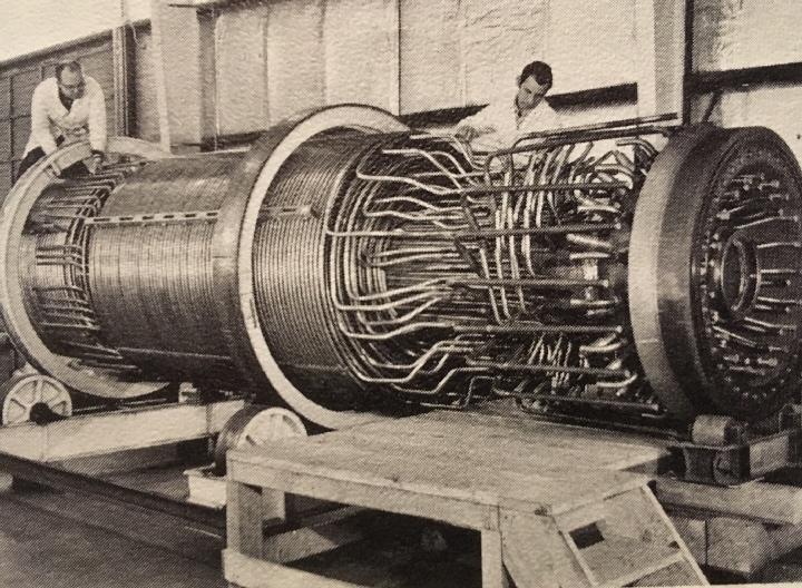 jaderná energie - Fort St. Vrain v obrázcích, část 4 - Věda a jádro (Fort St Vrain steam generator lying down) 7