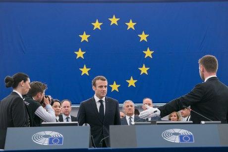 jaderná energie - Macron: Evropa musí upřednostnit snížení emisí - Ve světě (Macron EU 18April18 460) 3