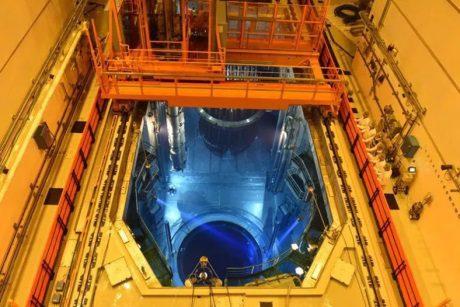 jaderná energie - Zakládání paliva do prvního bloku JE Tchaj-šan - Nové bloky ve světě (Taishan 1 fuel loading 460 CGN) 1