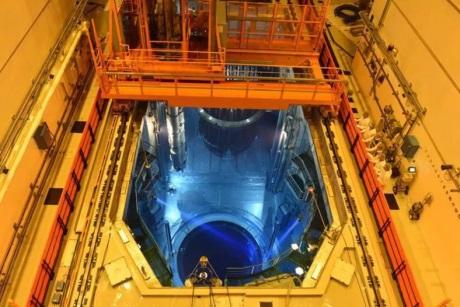 jaderná energie - Zakládání paliva do prvního bloku JE Tchaj-šan - Nové bloky ve světě (Taishan 1 fuel loading 460 CGN) 3