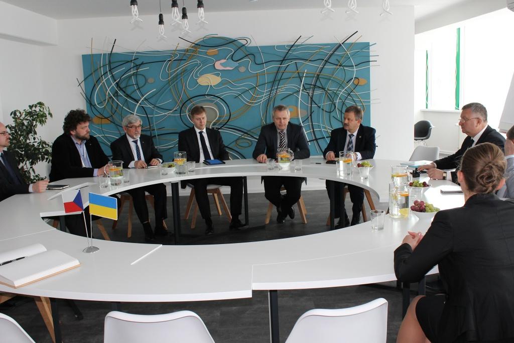 jaderná energie - ZČU podepsala smlouvu o spolupráci s ukrajinskou NAEK Energoatom - V Česku (ZCU NAEK Energoatom 1024) 2