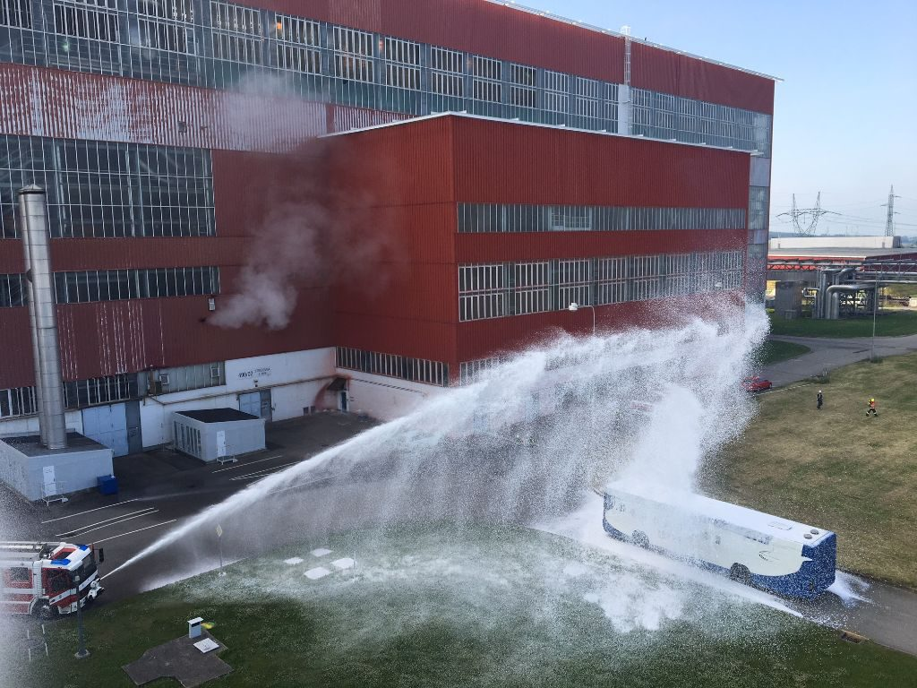 jaderná energie - Do areálu elektrárny Temelín fiktivně dopadlo velké dopravní letadlo, do cvičení se zapojila téměř stovka lidí - V Česku (1) 1