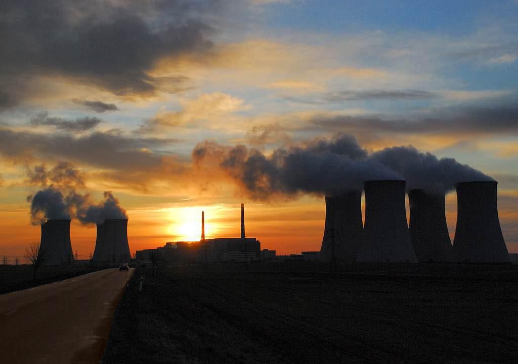 jaderná energie - Skupině ČEZ v prvním čtvrtletí klesl čistý zisk na 7,3 mld. Kč - V Česku (DSC 0001 Záře nad Jaderkou 1024) 1