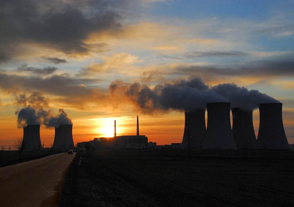 jaderná energie - Skupině ČEZ v prvním čtvrtletí klesl čistý zisk na 7,3 mld. Kč - V Česku (DSC 0001 Záře nad Jaderkou 1024) 3