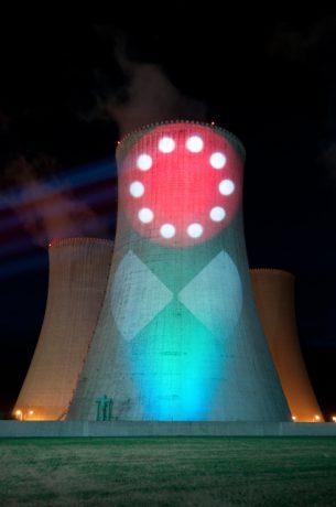 jaderná energie - Na chladicí věže se bude zkušebně promítat - V Česku (DSC 4407 740) 1
