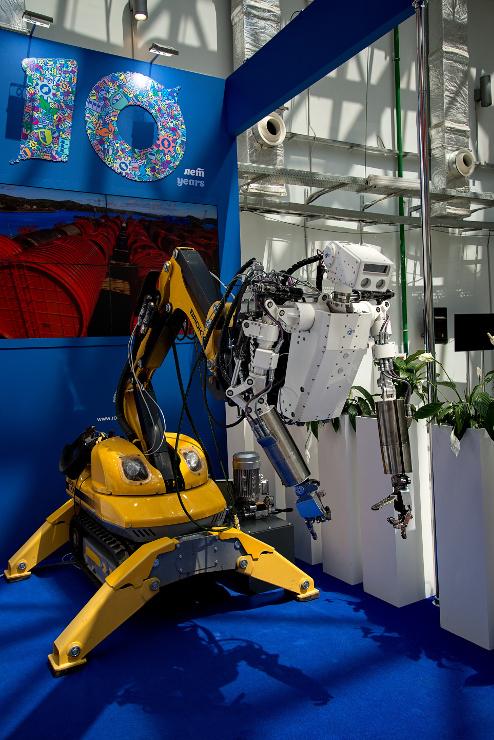 jaderná energie - V Soči začalo 10. mezinárodní jaderné fórum Atomexpo 2018 - Ve světě (Humanoidní robot společnosti RosRAO 740) 3
