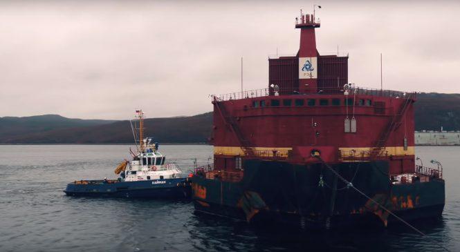 VIDEO: Přeprava plovoucí jaderné elektrárny Akademik Lomonosov