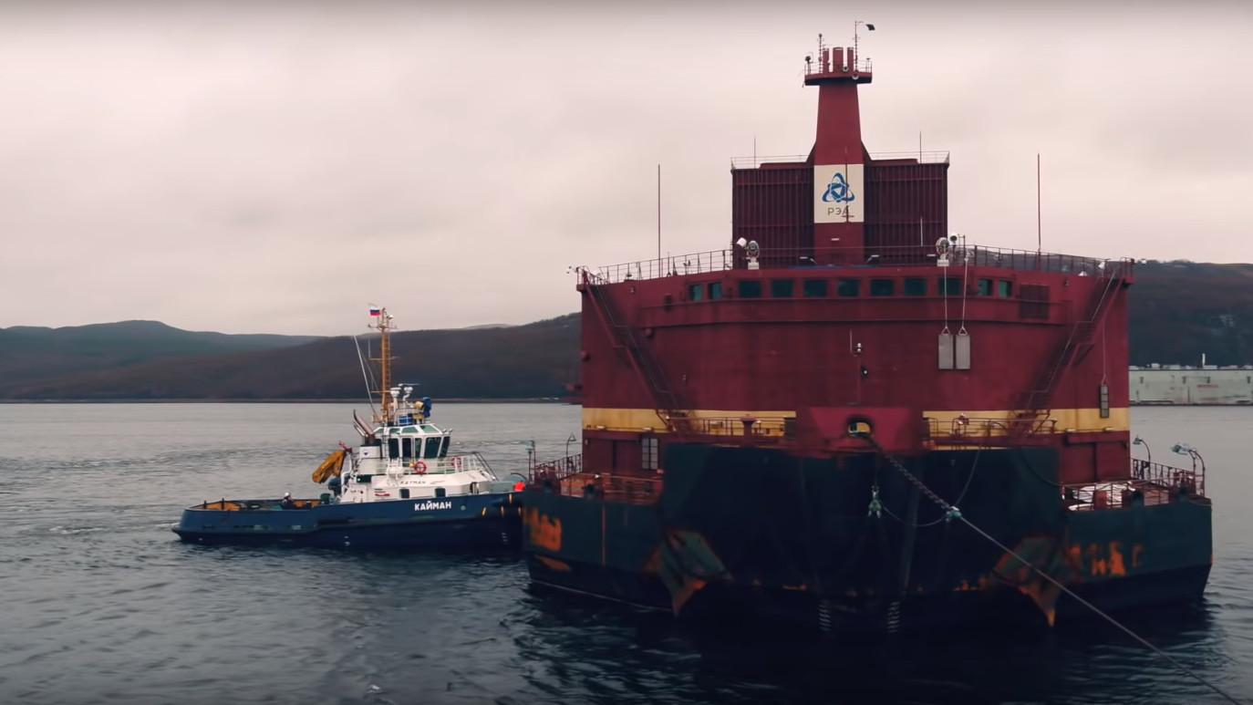 jaderná energie - VIDEO: Přeprava plovoucí jaderné elektrárny Akademik Lomonosov - Jádro na moři (akademik) 3