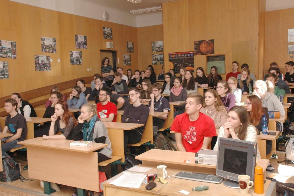 jaderná energie - Matematika, fyzika i chemie lákají víc dívek než chlapců - V Česku (beseda 1024) 2