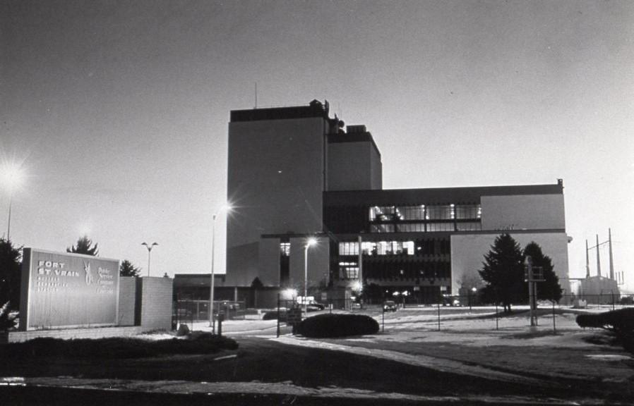 jaderná energie - Fort St. Vrain v obrázcích 6 - Ve světě (Fort St Vrain PR Photo) 1