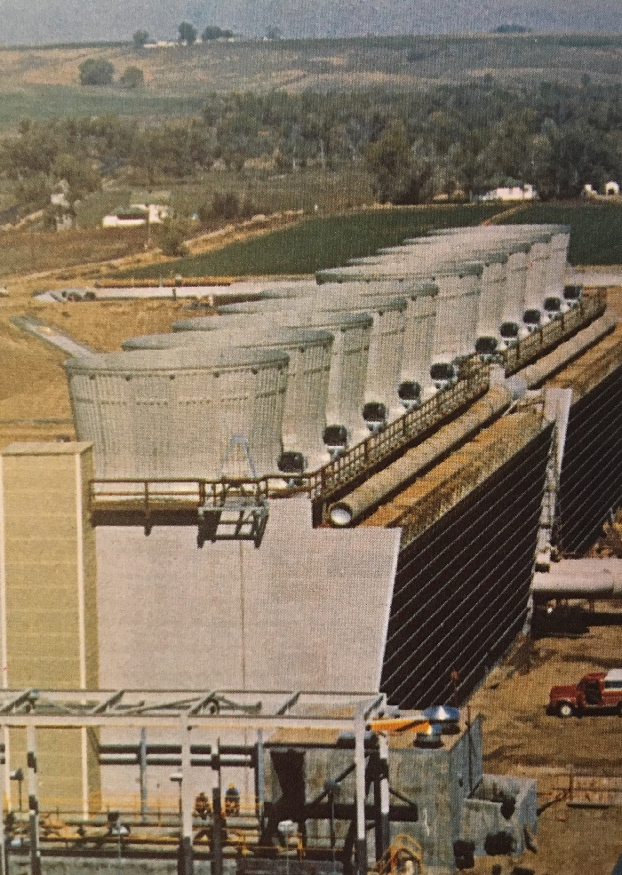 jaderná energie - Fort St. Vrain v obrázcích 6 - Ve světě (Fort St Vrain cooling tower) 2