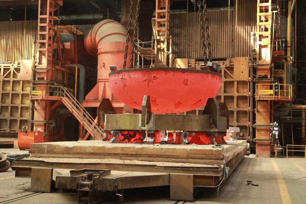 jaderná energie - Rosatom vyvinul ocel pro stoletý provoz jaderných reaktorů - Ve světě (Výroba dna reaktorové nádoby v podniku Atommaš 1024) 1