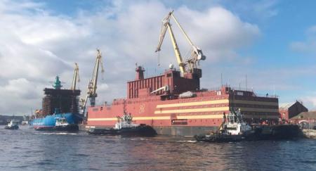 jaderná energie - Zavážení paliva do reaktoru první komerční plovoucí elektrárny začalo - Jádro na moři (floating npp rusia may 2018.jpg) 3