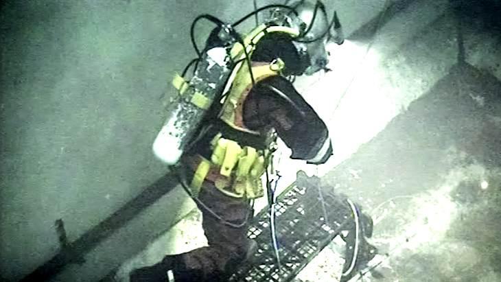 jaderná energie - Speciální potápěči dokončili práce s radioaktivním odpadem na elektrárně Sizewell A - Zprávy (Diver at Sizewell A) 1