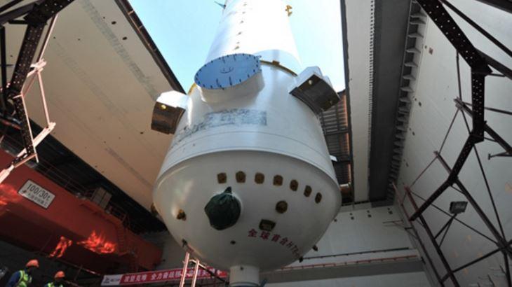 jaderná energie - Studie MAAE o vysokoteplotním reaktoru pro extrakci uranu z energeticky nevýznamných minerálů - Inovativní reaktory (HTR PM vessel installation CNEC) 1