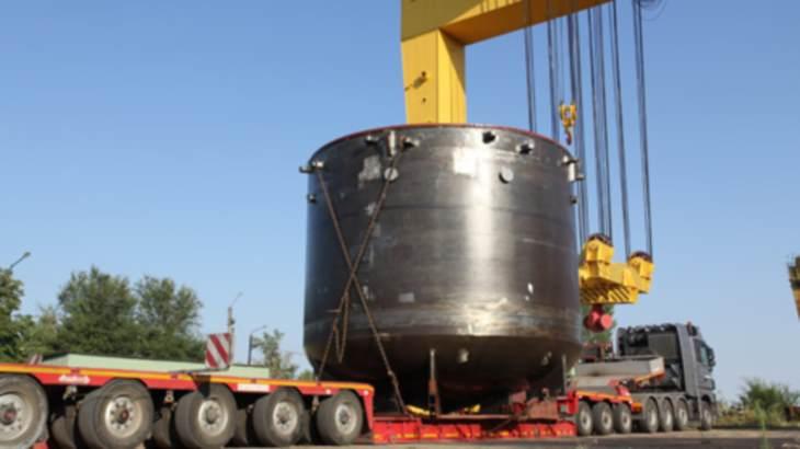 jaderná energie - Na prvním bloku JE Rooppur probíhá instalace lapače aktivní zóny - Nové bloky ve světě (Ostrovets 2 core catcher July 2014 Rosatom) 3