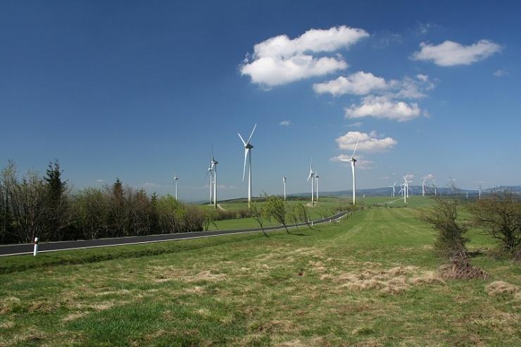 jaderná energie - Příspěvek státu pro podporované energie příští rok asi zůstane 26 mld - V Česku (Farma11 740) 1