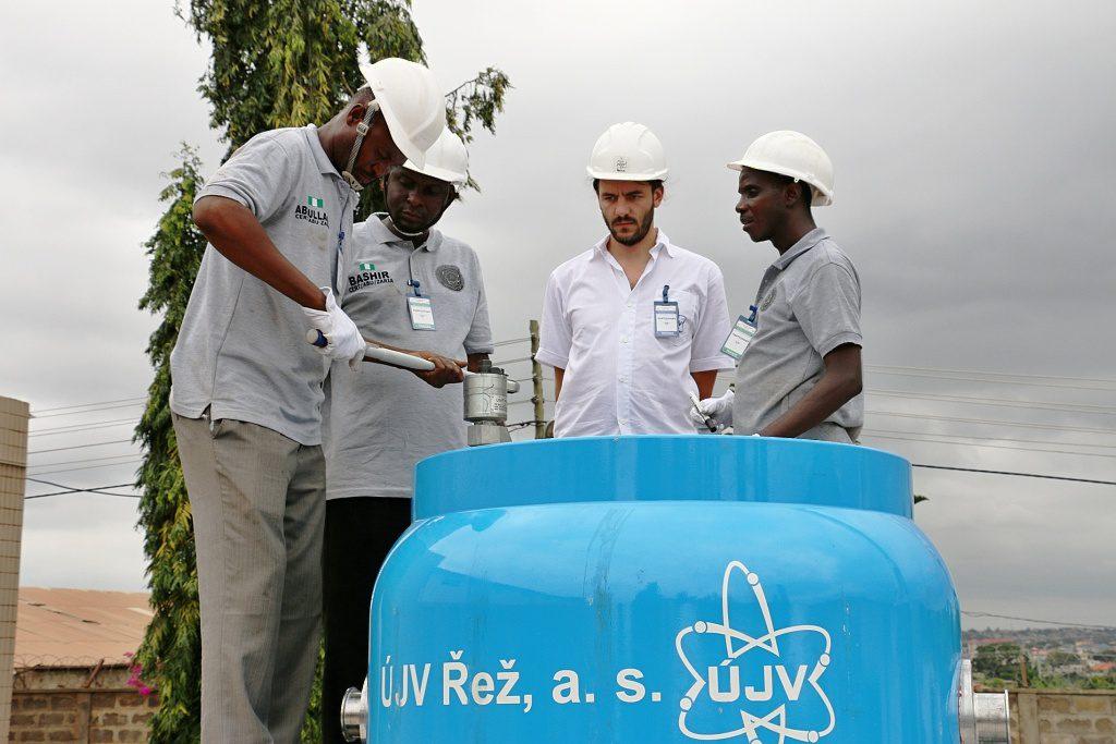 jaderná energie - Specialisté z Řeže školili v Africe - Ve světě (UJVREZ Ghana 02 1024) 1