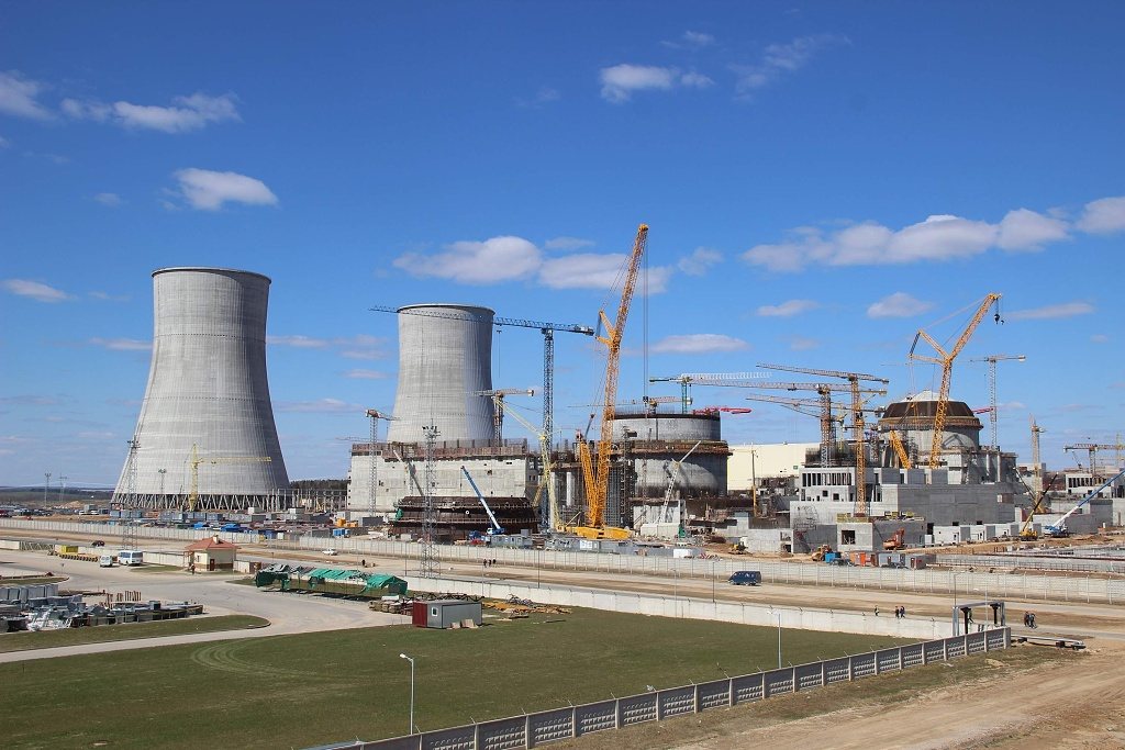 jaderná energie - Ostrověcká JE dostane palivo v prosinci, Bělorusko vyjednává snížení úrokových sazeb - Nové bloky ve světě (Výstavba Ostrověcké JE 1024) 2