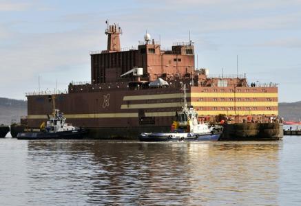 jaderná energie - Začalo zavážení paliva do druhého reaktoru ruské plovoucí elektrárny - Jádro na moři (floating nuclear plant october 2018 courtesy Rosatom.bmp 1) 1