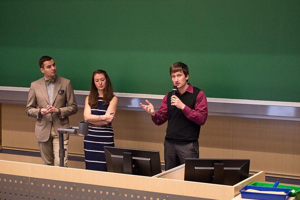 jaderná energie - Zahraniční vyučující přednášel na ZČU o vývoji a bezpečnosti jaderných reaktorů - V Česku (Jevgenij Kulikov a tlumočníci během přednášky na ZČU 1024) 1